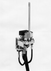 Hydraulic locking device for uranium pellet tubes